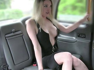 Exceptionally blonde chick rides a taxi and gets facial inside the cab