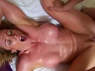 Toned housewife gets sweaty banging