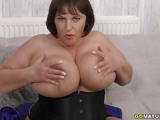 British Huge breasted housewife Carol Brown fingering herself