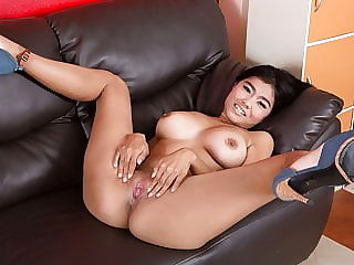 Nice cans on slut auditioning for gogo job