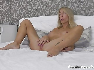 Long Nippled MILF Moans and Masturbates Her Twat