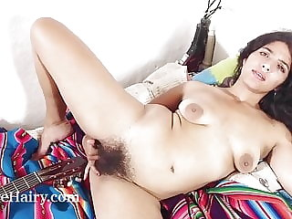 Maria F masturbates in bed after playing her music